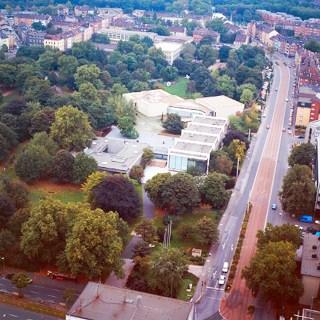Luftbildaufnahme des LehmbruckMuseums und des Kant-Parks, Foto: © LehmbruckMuseum
